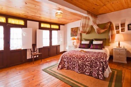 Guesthouse Casadasjanelastortas-2