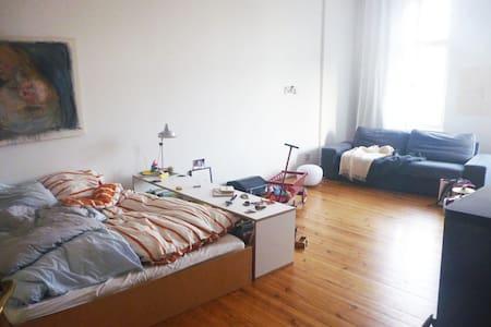 Altbauwohnung in Berlin-Pankow - Appartement
