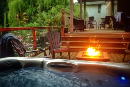 HUGE 2BR Private Apt with HOT TUB! - Abbotsford