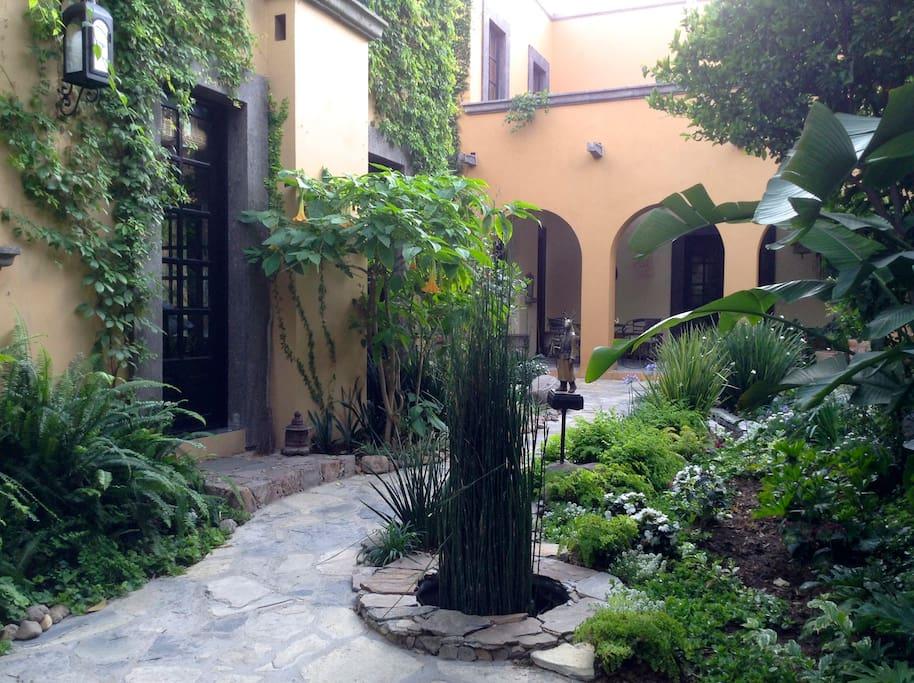 El Jardín del Ciervo Vigilante