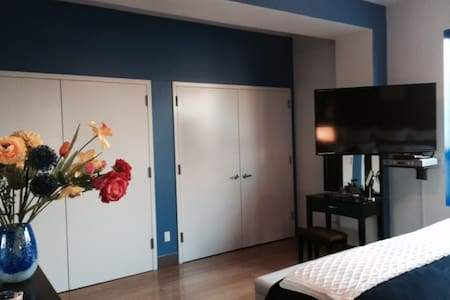 HUGE LUXURY 2BD/2B, 7mn TO TIME SQR - LONG ISLAND CITY - Apartment