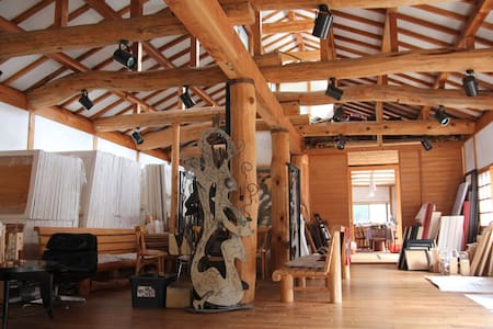 Artist's atelier in the Mountain  - Rumah