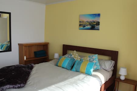 Isobel's on Scarborough- sunny, cosy cottage - Hanmer Springs