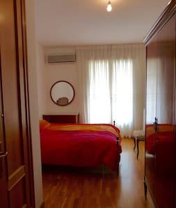 APTO+GARAJE CERCA DEL CENTRO (WIFI) - Apartament