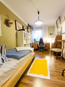 Cozy central room,free parking,WIFI - Apartment