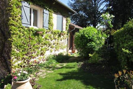 Maison de charme proche de Lyon - Sathonay-Village