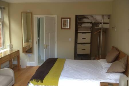 Garden Room (Double Ensuite) - Builth Wells - Bed & Breakfast