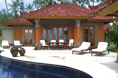 Seafront villa with private pool - Karangasem - Willa