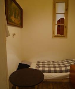 cosy room for a true minimalist - Lägenhet