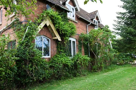Beautiful country cottage/ home - Droitwich - Inap sarapan