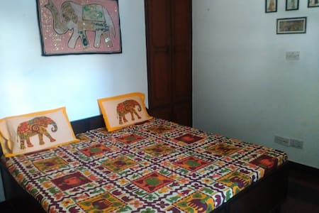India on your plate -new delhi - Apartemen