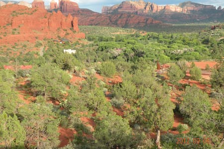 Peaceful & Lovely Sedona Retreat