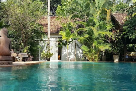 Private bungalow with pool in villa - Bungalow