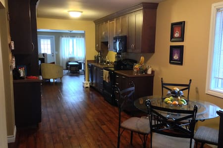 1BD gem close to downtown - House