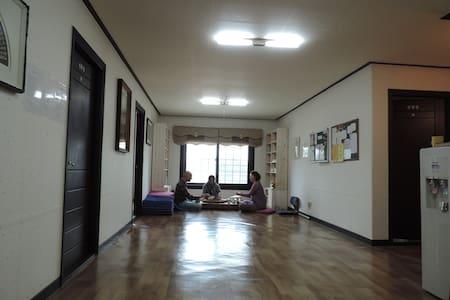 Templestay in Lotus Lantern-Room 1 - Ganghwa-gun - Bed & Breakfast