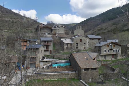 Lovely stone house in a quiet mountain village - Junyent