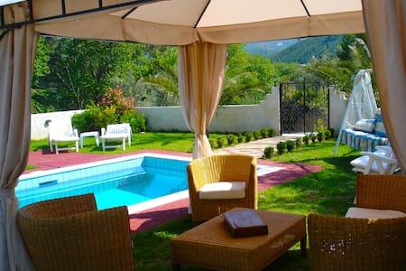 Private Comfy Villa with Pool - Willa