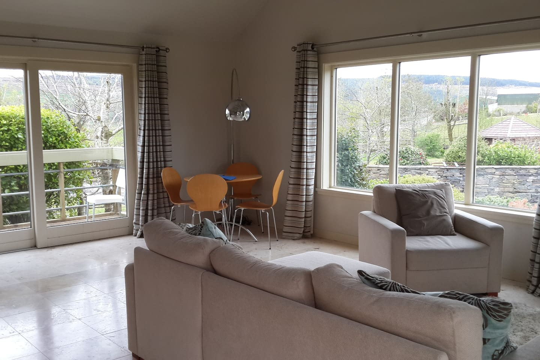 Bright open plan kitchen & living