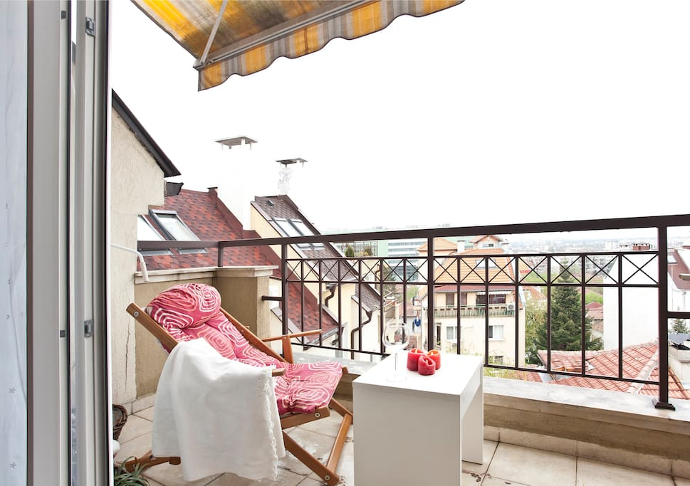 Enjoy great evenings on the balcony or drink there your morning coffee.