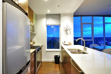 Richmond 2.5 Bdrm Penthouse Suite