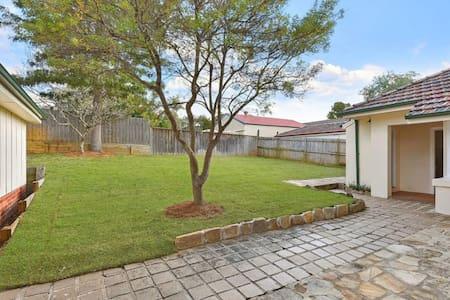 Green Big House - Pennant Hills - Haus