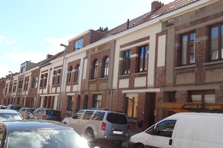 room near city park, Mechelen - Townhouse