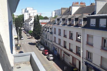 T1  deux pas du centre ville de 40m² tres lumineux - Lorient - Daire