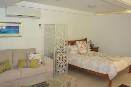 Tropical rainforest Accomodation with serenity - Kuranda - Bed & Breakfast