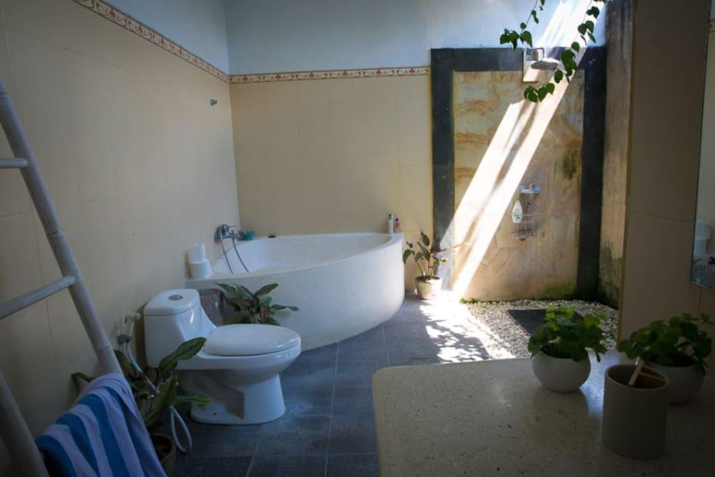 Main downstairs bathroom