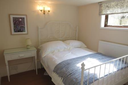 Avebury Countryside Apartment - Maison