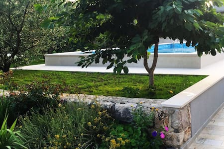 Get relaxed in charming villa Mare - Imotski