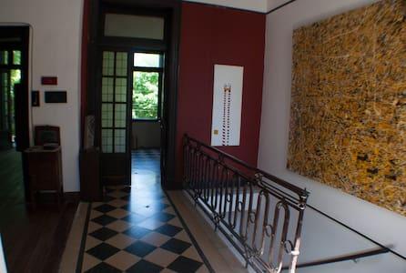 Habitación grande en hermosa casa - House