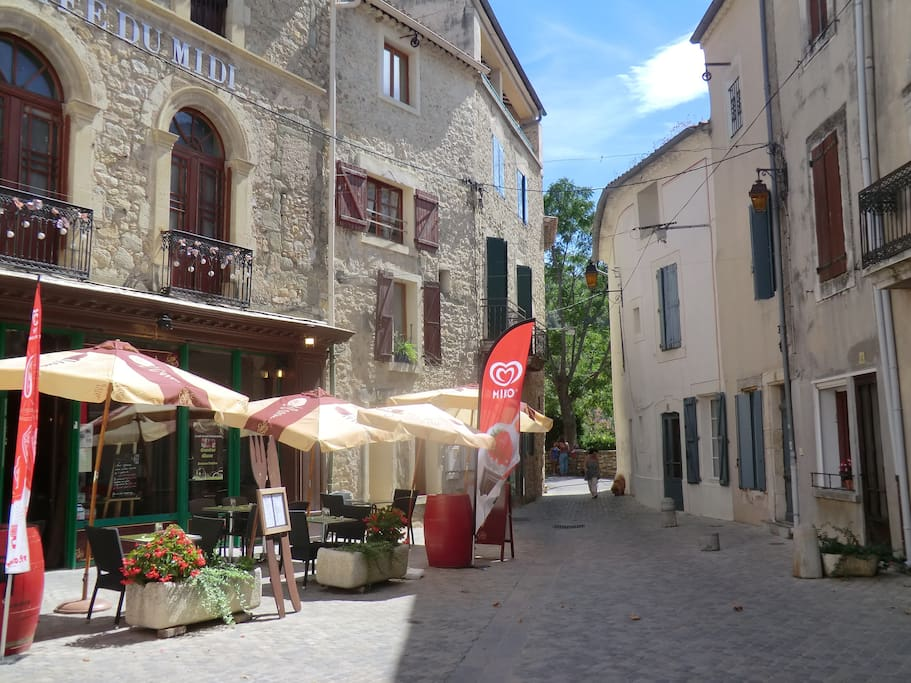 Restaurant in the centre of this ancient 'circulade' village.