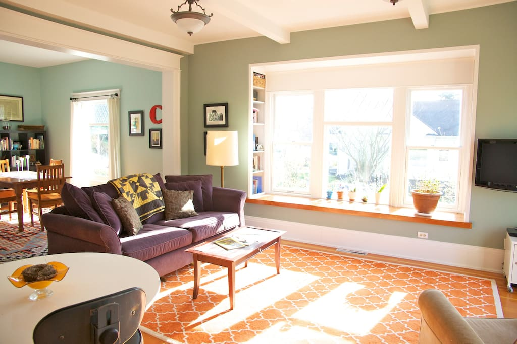 Sunny Home w/ Views in Wallingford