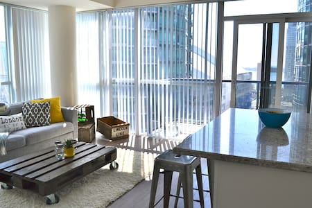 Sunny New Apartment in King West