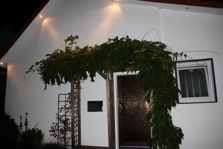 Wohnen im Grünen im kleinen Haus (65qm ) - Bielefeld - House