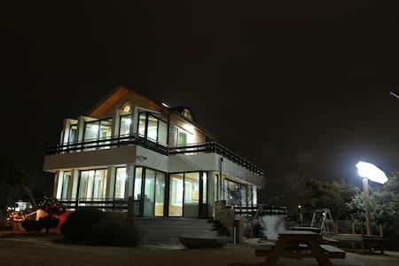 소나무정원 게스트하우스 호수방 - Gangneung-si