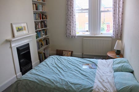 Double room in Victorian house close to the sea. - Hus