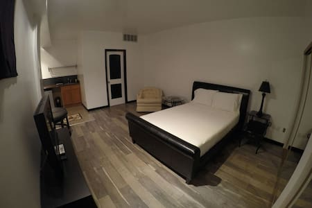 Downtown Spacious Private Modern Studio Apartment! - 아파트