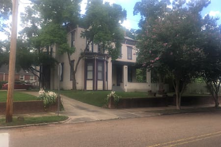 studio apartment in historical home - Vicksburg - Apartment