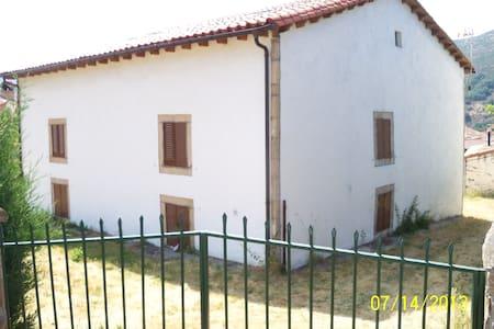 Casona rural en sierra de Gredos - House