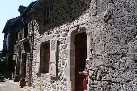 Appartement dans maison village médiéval Murat - Appartamento