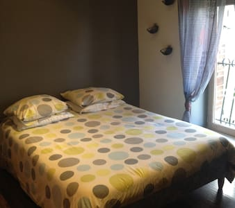 chambre individuelle / - Bed & Breakfast