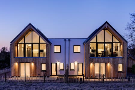 New beautifully designed coastal passive house - Suffolk - Hus