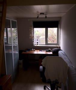 2 kamers in modern huis - Ház