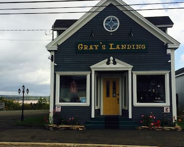 Gray's Landing - A Boutique Suite - Hillsborough - Lakás