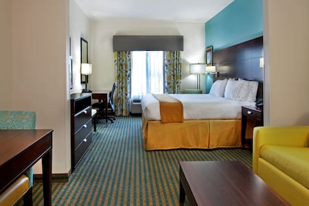 Spacious King Suite at the HIE - Picayune