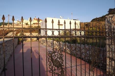 ROOM in Rhodes with friendlyhosts! - Huis