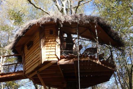 Cabane du Brame, perchée à 5m, nuit cocooning - Blockhütte