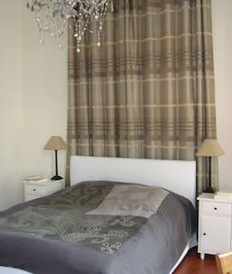 CHAMBRE 25 M2 PROCHE SUQUET - Cannes - Apartment